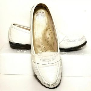 SAS Womens Size 7.5 M Shoes Slip On Loafers (3GM8)